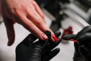 Cursuri de calificare pentru unghii și cosmetică